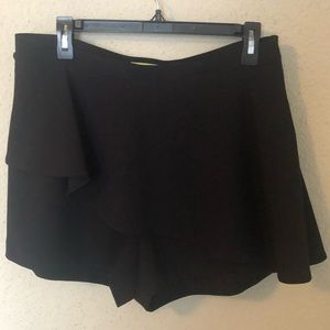 GIANNI BINI Black Peplum Shorts/skort